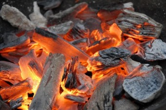 du-charbon-de-bois