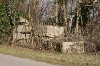 blocs de pierre abandonnes